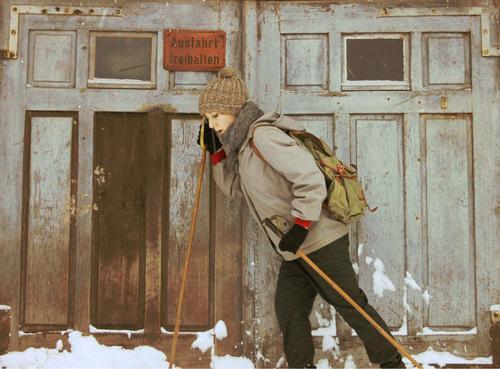 Winter Mensch Frau Ferien & Urlaub & Reisen Jugendliche alt 18-30 Jahre Erwachsene kalt Bewegung Sport feminin Schnee Stil Mode Freizeit & Hobby