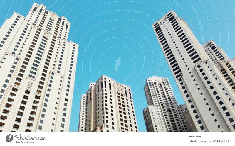 Hoch hinaus Dubai Marina Vereinigte Arabische Emirate Stadt Hauptstadt Stadtzentrum Skyline Menschenleer Hochhaus Bauwerk Gebäude Architektur weiß ästhetisch