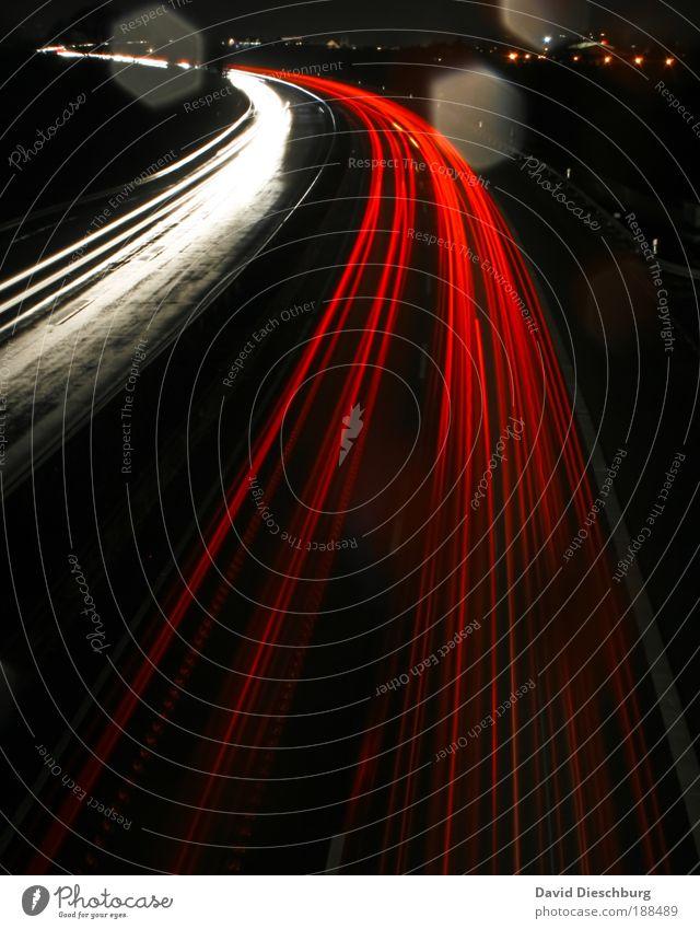 Rushhour weiß rot schwarz Straße Nacht Linie Verkehr leuchten Aktion Farbe Strukturen & Formen Autobahn Verkehrswege Kurve Eile Lichtspiel