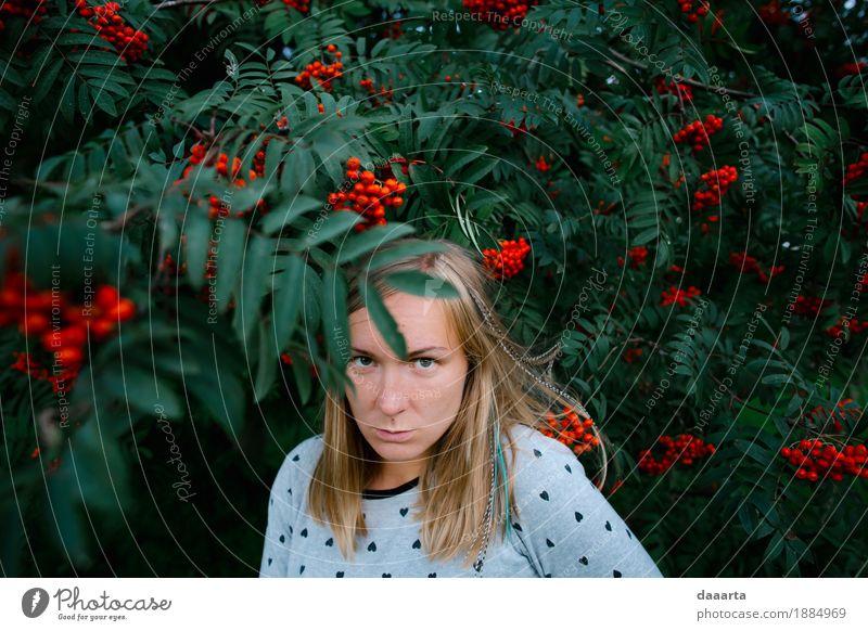 verrücktes Gesicht in Rowan Jugendliche Junge Frau Freude Leben Lifestyle feminin Spielen Garten Freiheit Stimmung Tourismus Design wild Freizeit & Hobby