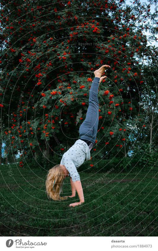 auf Händen Lifestyle Stil Freude Leben harmonisch Freizeit & Hobby Spielen Ausflug Abenteuer Freiheit Sightseeing Sommerurlaub Traumhaus Garten Entertainment