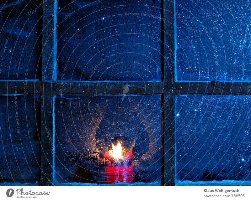 Heimleuchten Winter Fenster Eis Sicherheit Frost Kerze Romantik Nahaufnahme Stahl Rost Flamme Geborgenheit Eisblumen trösten