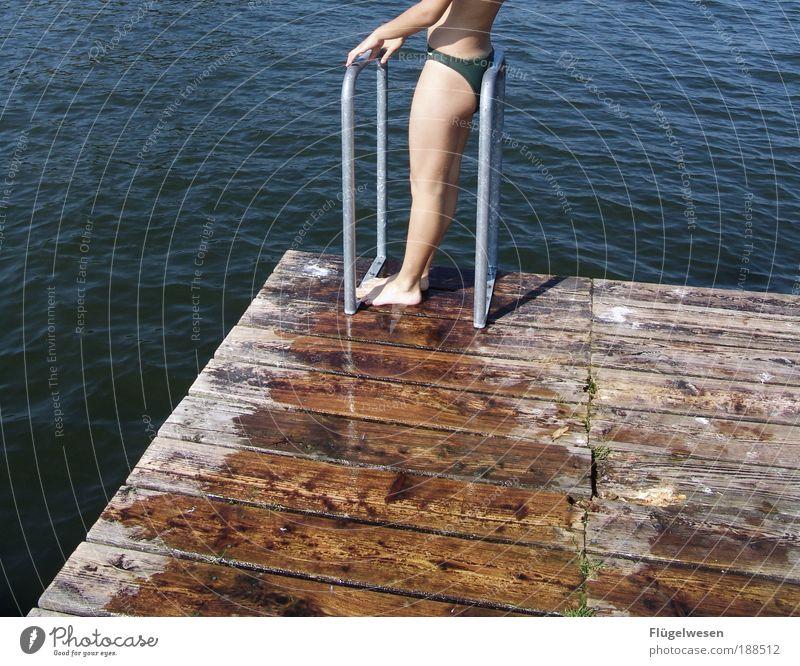 Daisy im Sommer Lifestyle Freizeit & Hobby Ferien & Urlaub & Reisen Strand Beine Wellen Seeufer Schwimmen & Baden Flüssigkeit frech frei Mut Tatkraft