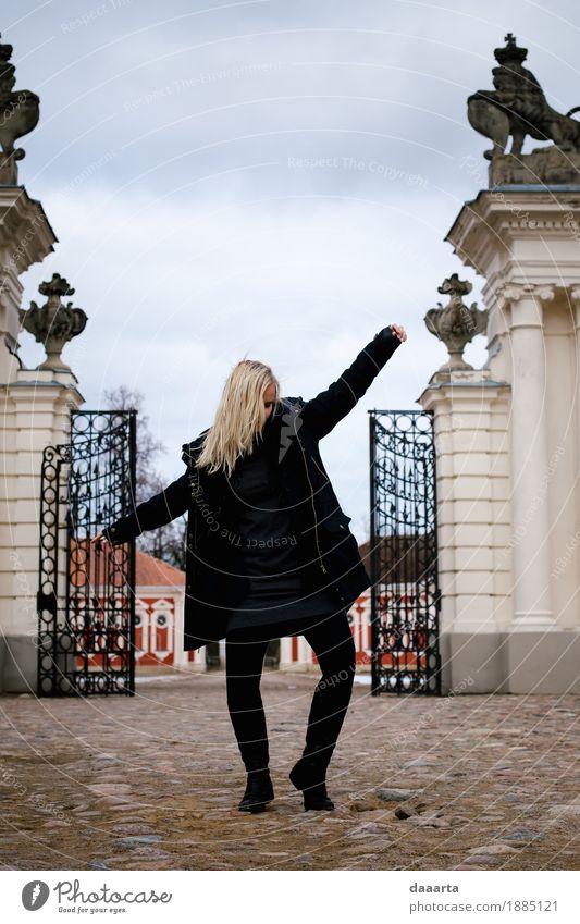 tanzende Königin 2 Himmel Ferien & Urlaub & Reisen Freude Leben Gefühle Lifestyle feminin Stil Spielen Freiheit Feste & Feiern Tourismus wild Ausflug elegant