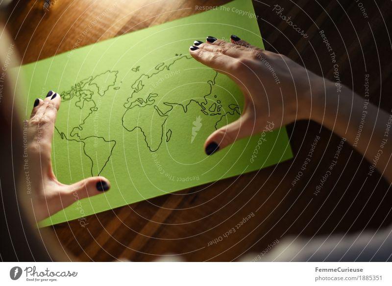 Welt_02 Mensch Frau Jugendliche Pflanze grün Junge Frau Hand 18-30 Jahre Erwachsene feminin Erde Tourismus 13-18 Jahre Europa Papier Zusammenhalt