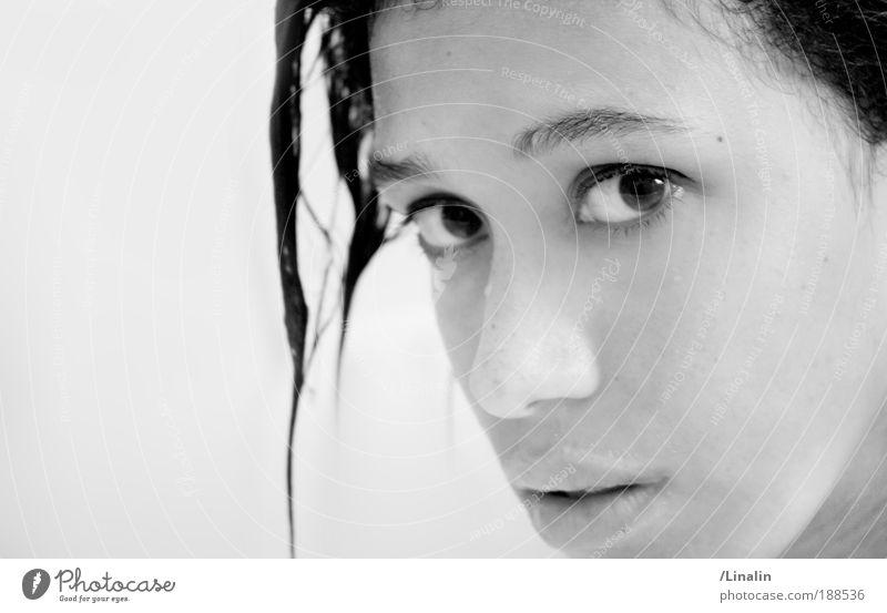 Singing in the rain... Frau Mensch Jugendliche feminin Erwachsene Blick Neugier Porträt Kristalle selbstbewußt 18-30 Jahre