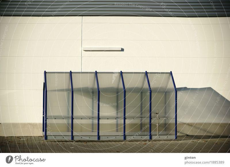 Unterstand für Einkaufskörbe kaufen Haus Platz Gebäude Architektur Einkaufszentrum Einkaufswagen Fassade Dach hell neu weiß gleich Ordnung Symmetrie
