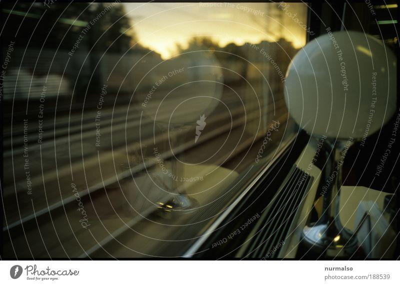 Reiselounge in Expressfahrt Ferien & Urlaub & Reisen Sommer Landschaft Ferne Umwelt Kunst Freiheit Lampe Ernährung Ausflug Lebensfreude beobachten Gastronomie Eisenbahn Abendessen Städtereise
