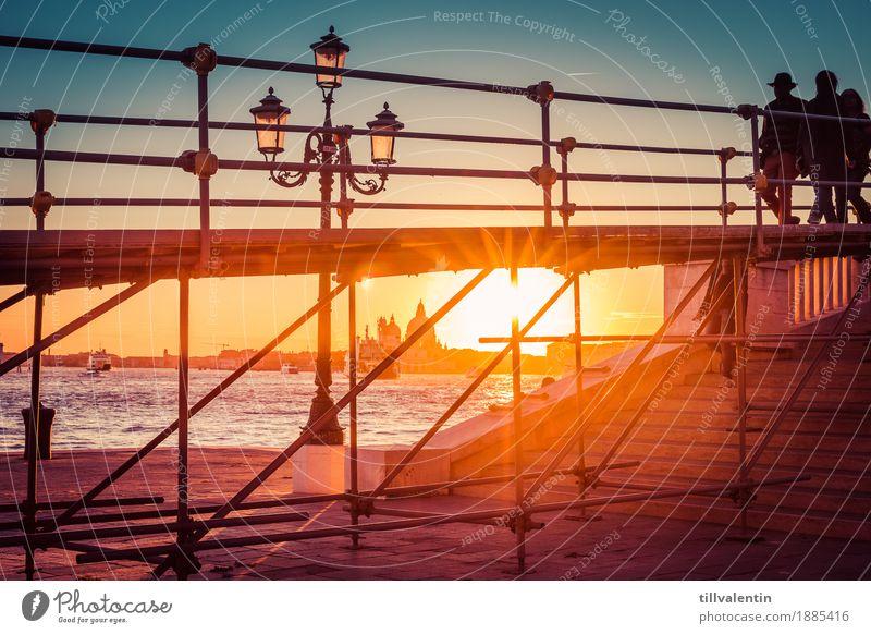 Venice Sunset Landschaft Wasser Sonnenaufgang Sonnenuntergang Küste Flussufer Bauwerk gehen Venedig Lampe Laterne Gerüst Treppe Silhouette Himmel Farbfoto
