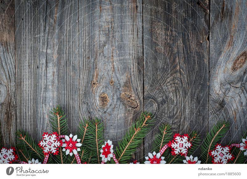 Weihnachtsgirlande von Fichtenzweigen, Filzschneeflocken Dekoration & Verzierung Feste & Feiern Weihnachten & Advent Silvester u. Neujahr Pflanze Baum Holz