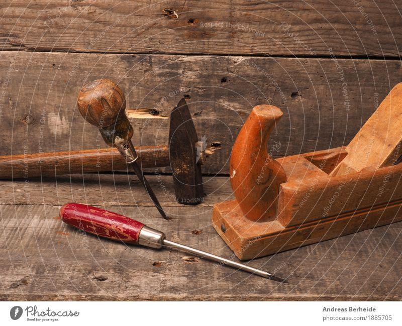 Altes Tischler Werkzeug Erwachsenenbildung Handwerker Hammer alt retro tools carpenter wood woodworking joinery wooden workbench carpentry craft plank chisel