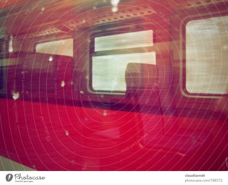 ...etwa 15 min später. rot Ferien & Urlaub & Reisen Winter kalt Schnee Fenster Schneefall Wetter Eis Wind warten Ausflug Eisenbahn Frost fahren Abteilfenster