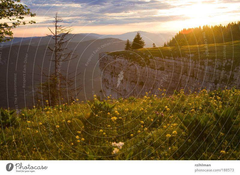 Creux Du Van Natur Himmel Baum Sonne Sommer Wolken Leben Berge u. Gebirge Glück träumen Landschaft Stimmung Horizont Felsen Sonnenaufgang Pflanze