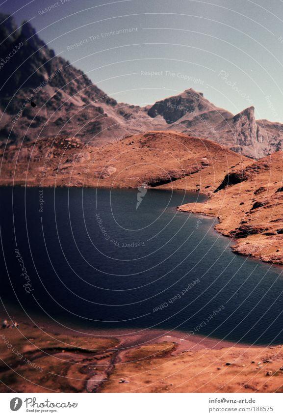 Montagne Berge u. Gebirge See Geröll Gebirgssee Stein Wasser Himmel Höhe Aussicht Gewässer