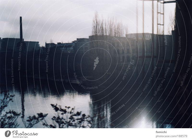 kiki blofeld Fluss Spree Industrieanlage Fabrik kalt Stadt Küste Baum kahl Schornstein Windstille Morgendämmerung Reflexion & Spiegelung