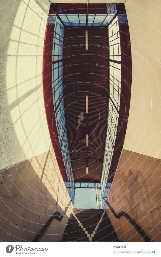 Hausse Stadt Bahnhof Architektur Mauer Wand Treppe Fenster Eisenbahn Bahnhofshalle Bahnsteig Bahnübergang blau braun gelb rot Geländer Niveau Verglasung Licht