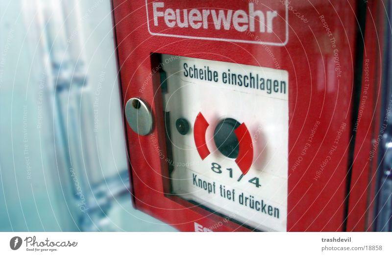 notschalter Wand Brandschutz Brand Fensterscheibe Feuerwehr Schalter einschlagen