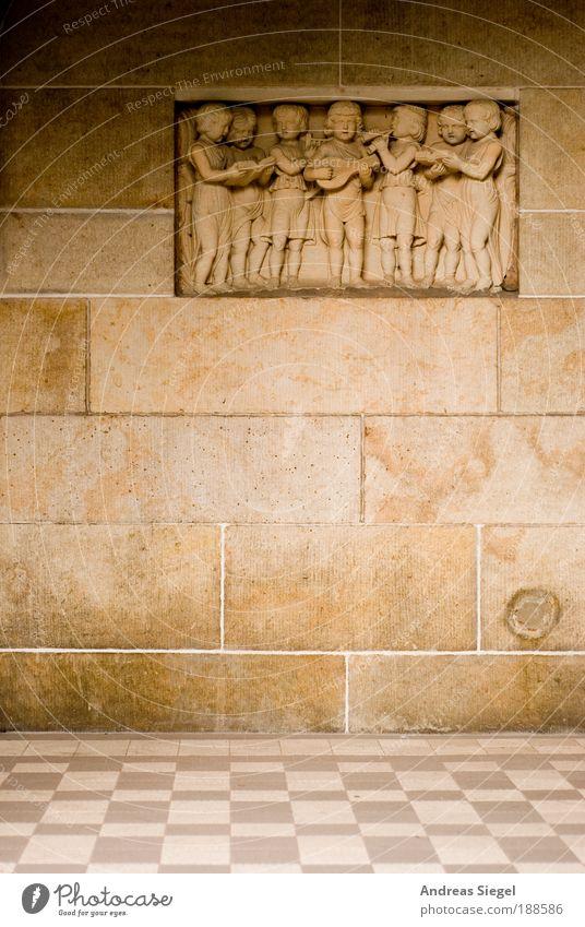 Gods Stones live! alt Freude Wand Religion & Glaube Stein Mauer Linie Kunst braun Tanzen Fassade Fröhlichkeit stehen Kirche Engel Boden