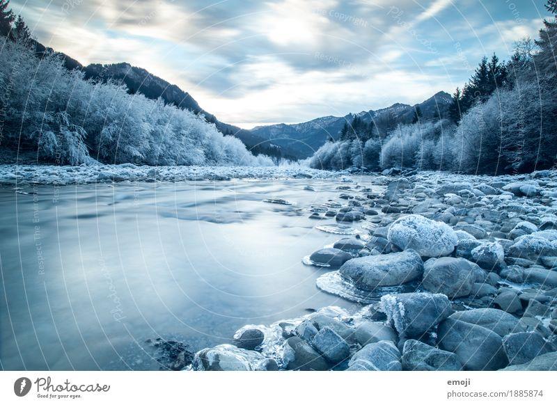 frosty Umwelt Natur Landschaft Winter Eis Frost Fluss kalt blau Stein Flußbett Farbfoto Außenaufnahme Menschenleer Tag Langzeitbelichtung Bewegungsunschärfe