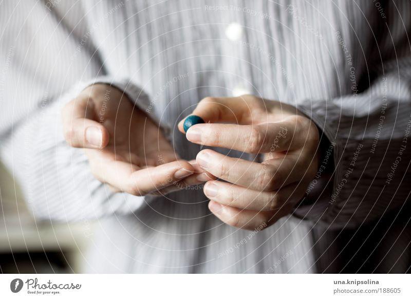 murmel Stil Freude Maniküre Freizeit & Hobby Spielen Haut Arme Hand Finger 1 Mensch 18-30 Jahre Jugendliche Erwachsene gebrauchen berühren entdecken festhalten