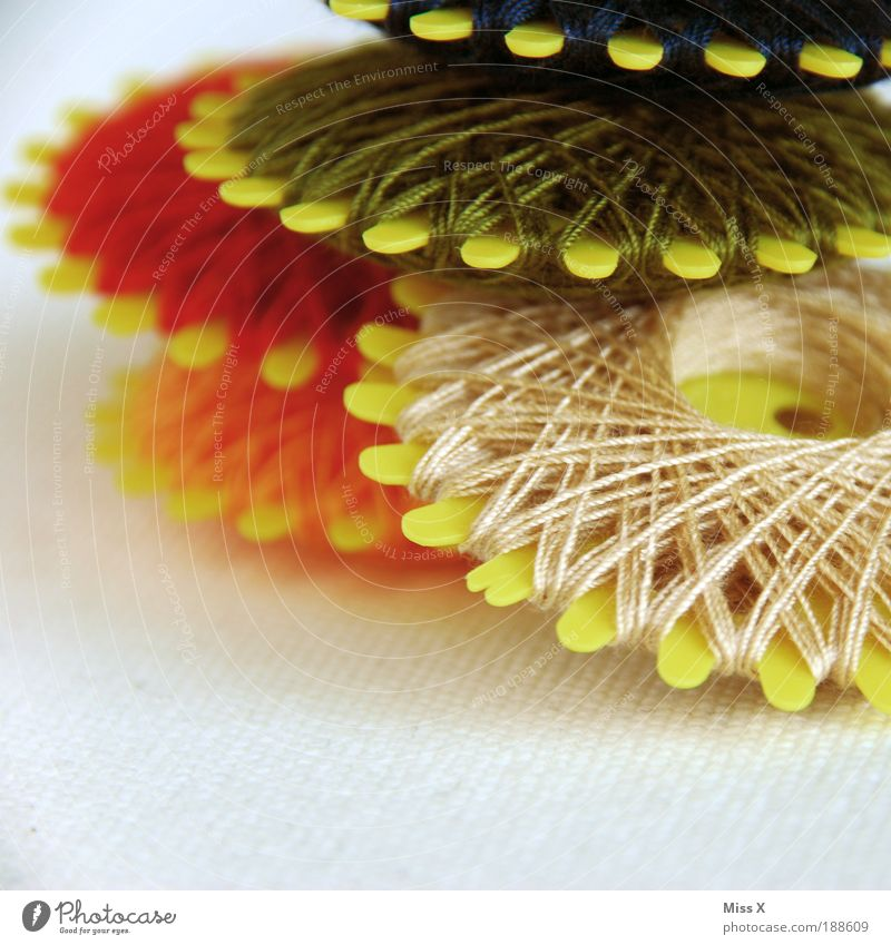Garn? Gern! Freizeit & Hobby Basteln Handarbeit Bekleidung Stoff einfach klein fleißig Farbe Nähgarn wickeln Nähen Sticken stopfen Reparatur Baumwolle Farbfoto