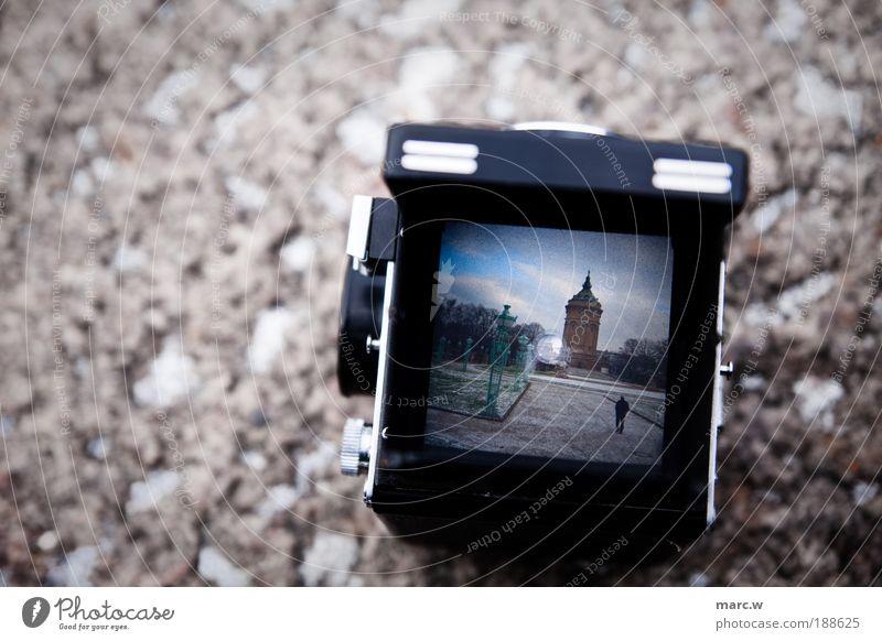 Film ist tot! 1 Mensch Landschaft Himmel Wolken Winter Garten Park Mannheim Deutschland Europa Menschenleer Turm Bauwerk Wahrzeichen Wasserturm laufen