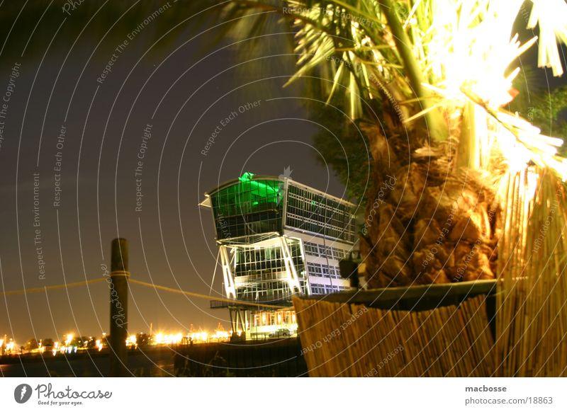 Night-Loft Nacht Stil dunkel Licht Schwimmbad Holz Menschenleer Haus Strand Club Palme Langzeitbelichtung Gebäude Gras Wolken Architektur Farbe Stuhl chair