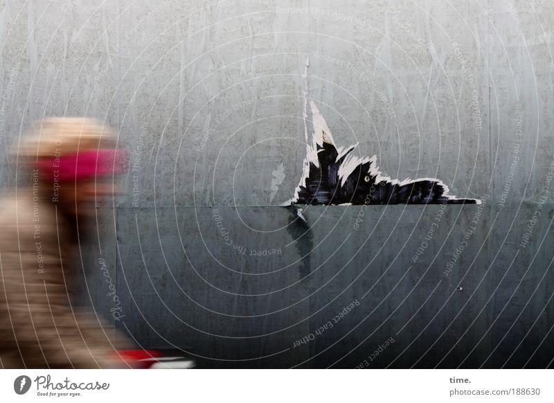 Fietsmeisje Frau rot Erwachsene Wand grau Geschwindigkeit Papier fahren Bild Kunst Barriere Riss Karton Teile u. Stücke Phantasie Demontage