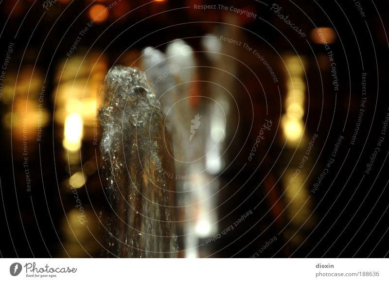 wasser mannheims Wasser Menschenleer Platz nass sprudelnd Wasserfontäne Licht Mannheim Springbrunnen Farbfoto Außenaufnahme Nacht Kontrast