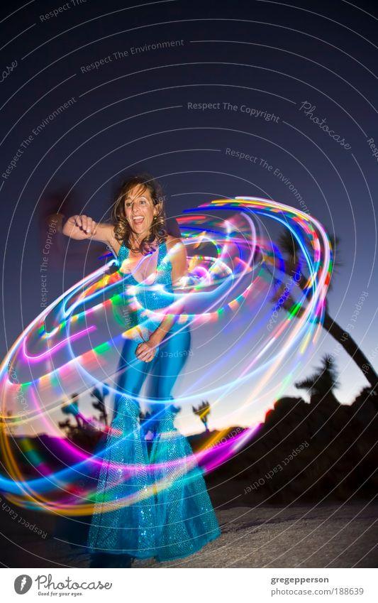 Mensch Frau Erwachsene Leben feminin Künstler Tanzen Bewegung USA Unschärfe drehen Blick exotisch Sport-Training Amerika Bewegungsunschärfe