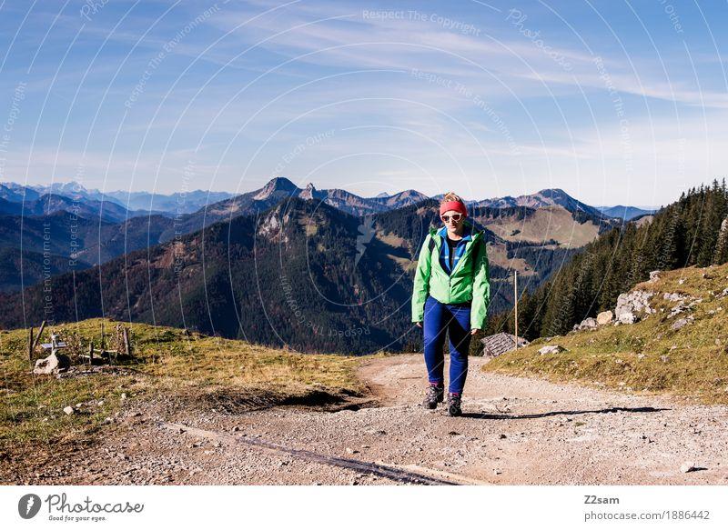 Hinauf, hinauf Ferien & Urlaub & Reisen Berge u. Gebirge wandern Sport Junge Frau Jugendliche 18-30 Jahre Erwachsene Natur Landschaft Himmel Herbst