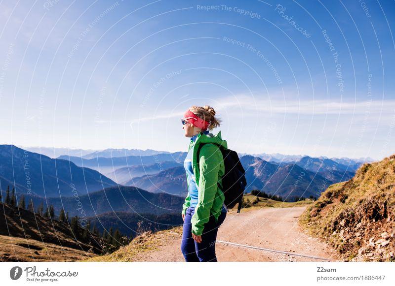 schon schön hier Freizeit & Hobby Abenteuer Berge u. Gebirge wandern Sport Junge Frau Jugendliche 18-30 Jahre Erwachsene Natur Landschaft Sonne Herbst