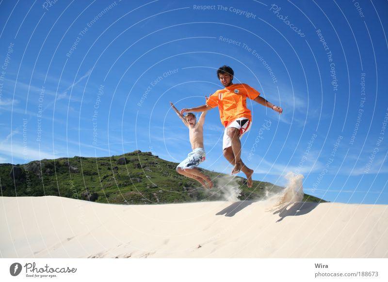 alegria Mensch Jugendliche blau weiß Ferien & Urlaub & Reisen Meer Strand Freude Leben Freiheit Spielen Bewegung Glück springen lachen Freizeit & Hobby