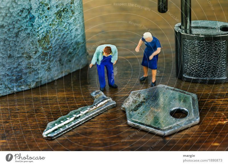 Miniwelten -Bruch Arbeitsplatz Baustelle Dienstleistungsgewerbe Mensch maskulin feminin Frau Erwachsene Mann 2 blau braun Schlüssel Schlüsselloch