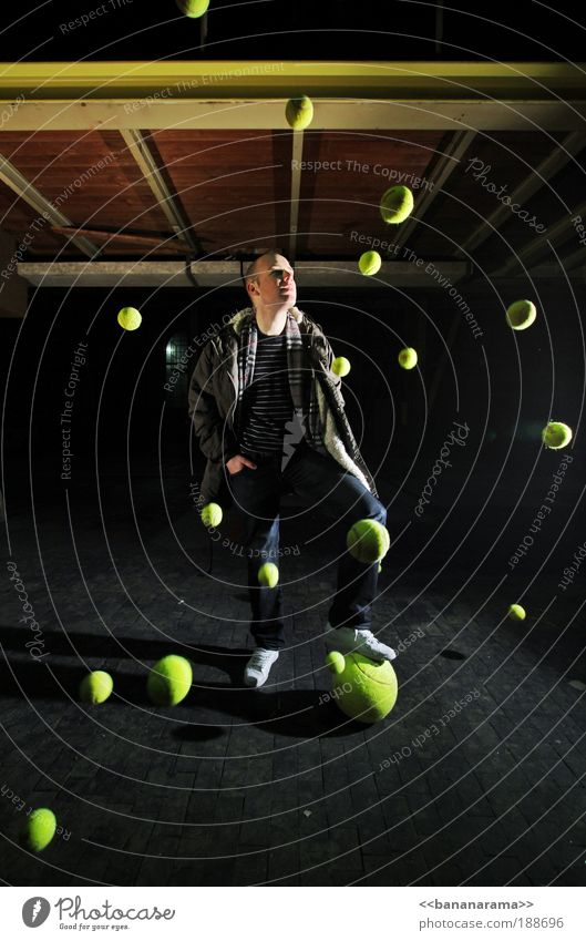 got big balls Ballsport Bewegung Tennis Tennisball Planet Freestyle Industrie Weltall chaotisch Aktion Unendlichkeit stoppen Photo-Shooting Sport Kollision gelb