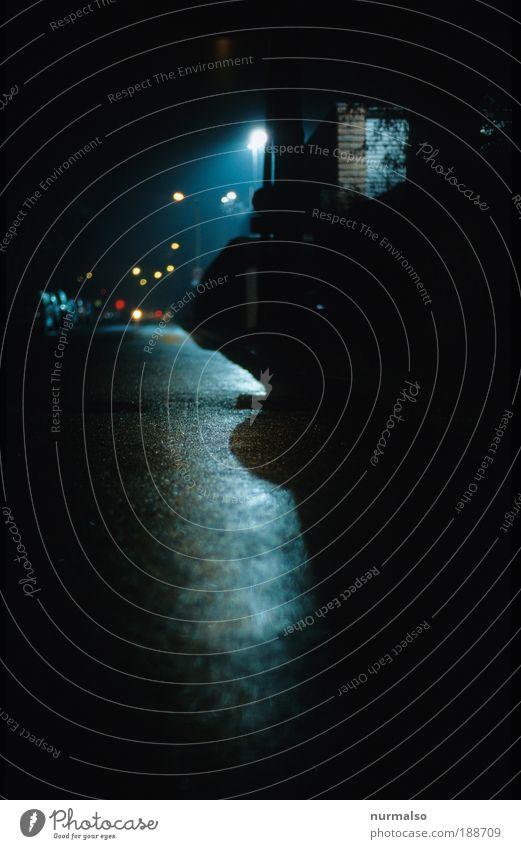hat jemand Angst? Kunst Umwelt Wassertropfen Nachthimmel Herbst Menschenleer Industrieanlage Fabrik Mauer Wand Verkehr Straße Asphalt Zeichen Verkehrszeichen