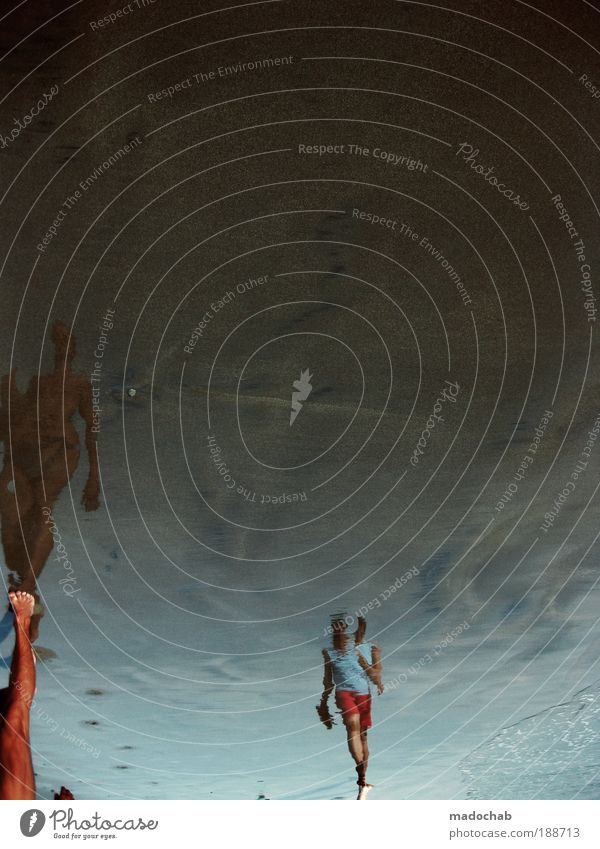 fremd Mensch Frau Ferien & Urlaub & Reisen Sommer Meer Strand Erwachsene feminin Bewegung Wellen Kraft Reisefotografie außergewöhnlich Haut Surrealismus Joggen