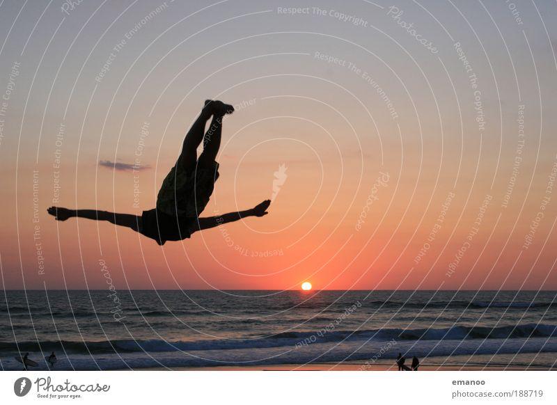 Sunset flyer Mensch Jugendliche Meer Sommer Freude Strand Ferien & Urlaub & Reisen Mann gelb Sport springen Wasser Bewegung Sand Wellen Gesundheit
