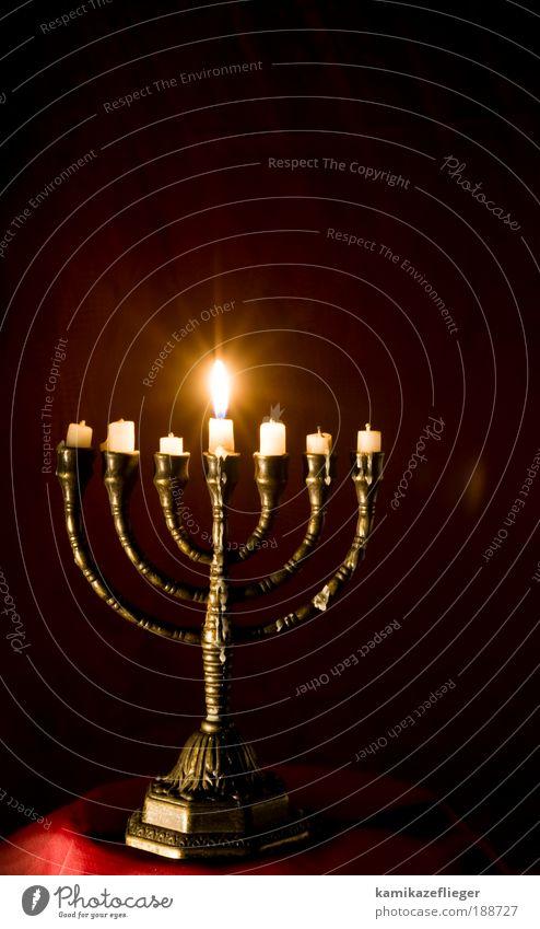 menora Kerze Kerzenschein Kerzenständer Kerzenstimmung Religion & Glaube Judentum Gefühle Stimmung Geborgenheit trösten mystisch Farbfoto Gedeckte Farben
