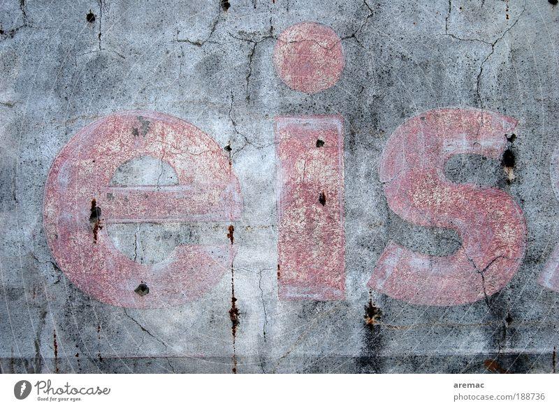 Kältewelle schlechtes Wetter Eis Frost Mauer Wand Fassade Stein Beton Zeichen Schriftzeichen Schilder & Markierungen Hinweisschild Warnschild grau rot kalt