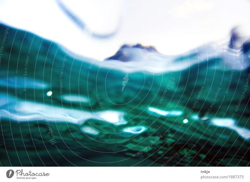 *schwapp* Umwelt Urelemente Wasser Wellen Nordsee Ostsee Meer maritim nass blau grün tauchen Wasseroberfläche untergehen schwappen Farbfoto Nahaufnahme
