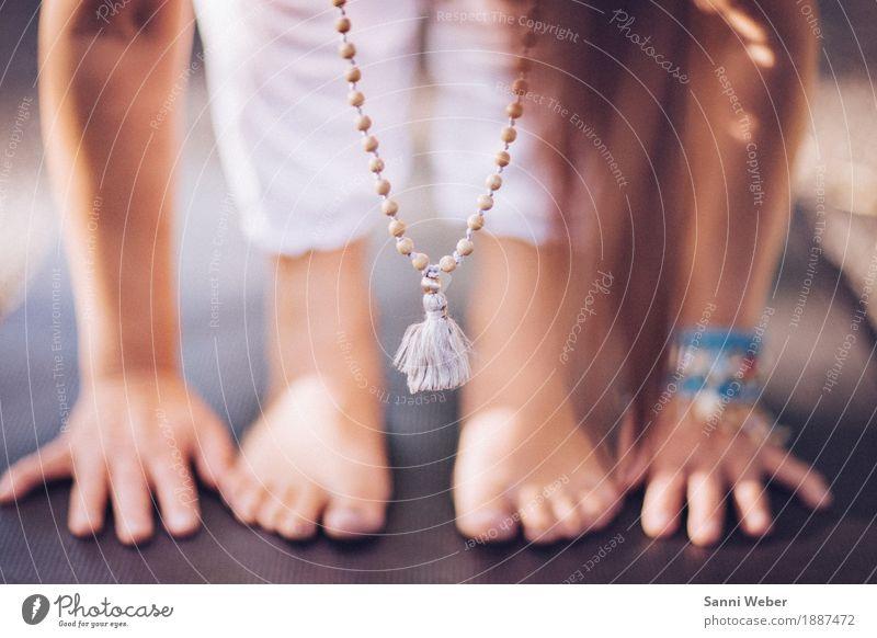 close up yoga woman Lifestyle Gesundheit sportlich Fitness Wellness harmonisch Wohlgefühl Zufriedenheit Sinnesorgane Erholung ruhig Meditation Duft Sommer Yoga