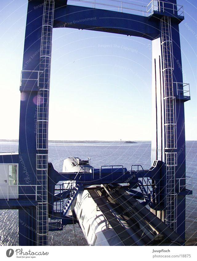 travelport Meer Ferien & Urlaub & Reisen See Wasserfahrzeug Hafen Anlegestelle Nordsee Bremen Passagier Kreuzfahrt Gate ankern Bremerhaven