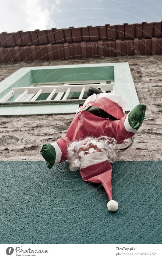 Boas Festas! Weihnachten & Advent Haus Fenster Wand Geschwindigkeit Weihnachtsmann Spanien Tradition Portugal Dezember Weihnachtsdekoration Ritual Nikolausmütze Weihnachtsfigur Südeuropa