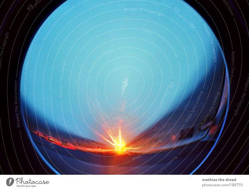 TUNNELBLICK Himmel Horizont Verkehr Geschwindigkeit fahren Unendlichkeit Autobahn Fahrzeug Dynamik Autofahren Straßenverkehr Lomografie Verkehrsmittel Reflexion & Spiegelung Rücklicht Windschutzscheibe