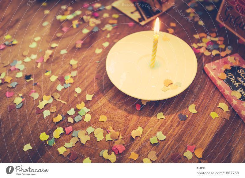 Neues Jahr Lifestyle Freude Glück Freizeit & Hobby Dekoration & Verzierung Tisch Feste & Feiern Geburtstag Freundschaft Kerze Holz Zeichen leuchten alt