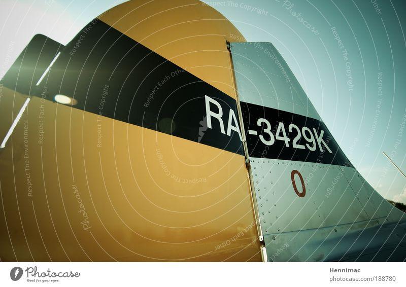 Ready for take off. blau schwarz gelb Freiheit Metall Freizeit & Hobby fliegen Flugzeug Luftverkehr Streifen einzigartig Technik & Technologie Schönes Wetter