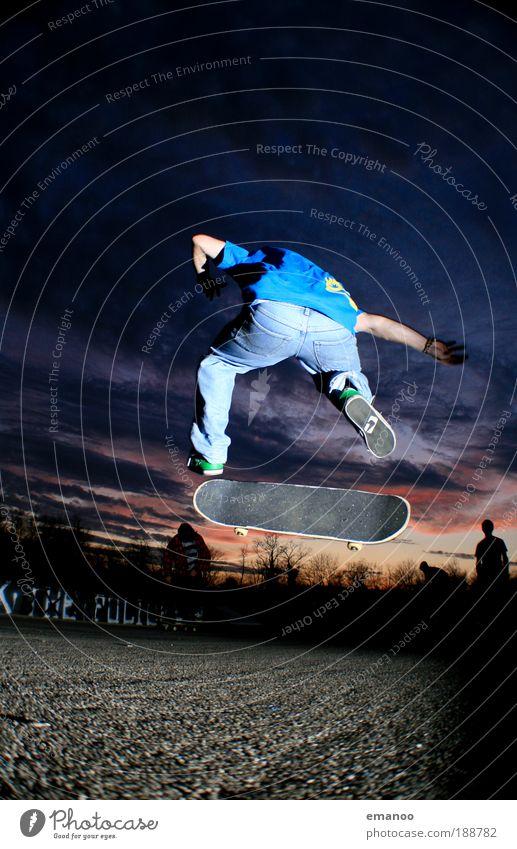 skateboard flip Mensch Jugendliche Freude Erwachsene Sport Bewegung springen elegant fliegen maskulin Lifestyle 18-30 Jahre Skateboarding drehen sportlich