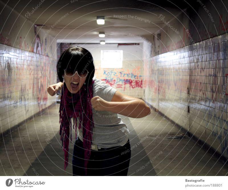 Schrei nach Liebe Frau Mensch Jugendliche Einsamkeit feminin Gefühle Stil Graffiti Stimmung Angst Erwachsene Brille Wut schreien Gewalt Verzweiflung