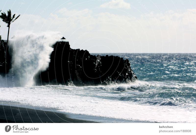 rot Himmel Wasser Strand Ferien & Urlaub & Reisen Meer Wolken Ferne Freiheit Küste Wellen Ausflug Felsen Insel Tourismus gefährlich bedrohlich